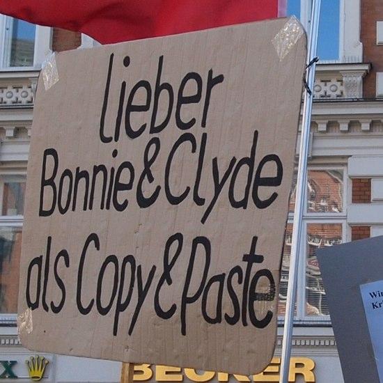 Bild von der Guttenberg-Demo: Lieber Bonnie & Clyde als Copy & Paste