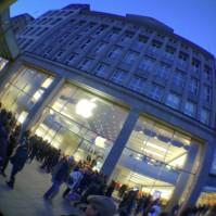 Apple Store Hamburg Jungfernstieg in der Weihnachtszeit