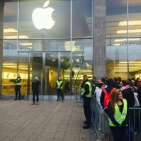 iPhone-6s-launch-crowd