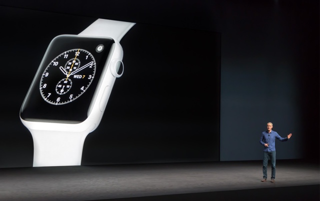 Jeff Williams stellt Apple Watch Series 2 vor.